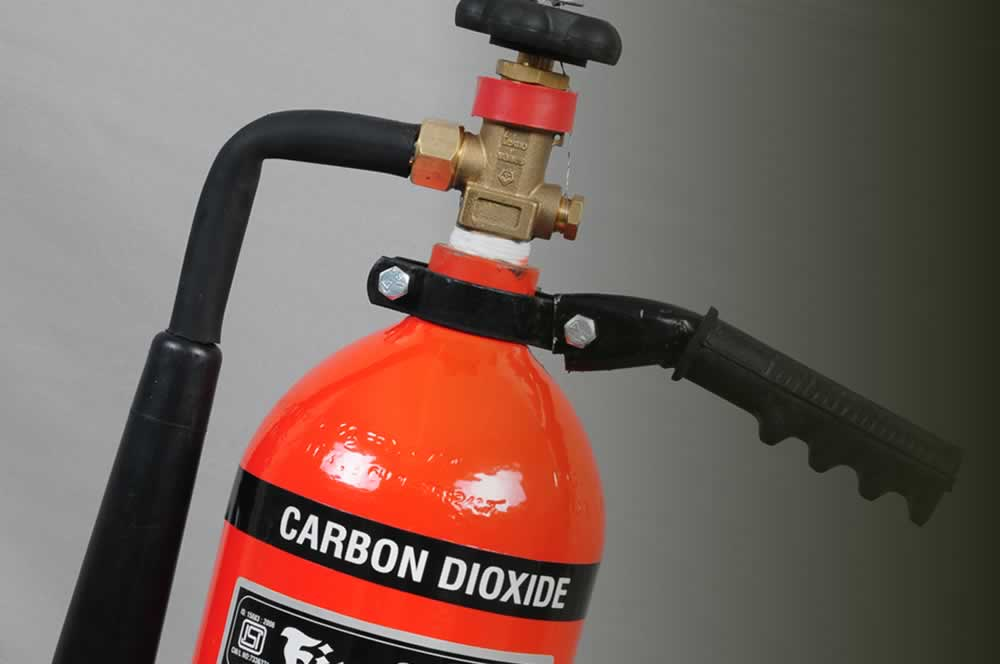 Portable CO2 type extinguisher
